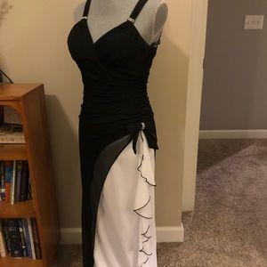 Dresses & Skirts - Elegant formal gown